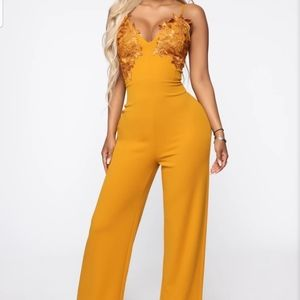 Jumpsuit with a beautiful front look.